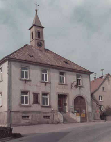 001-TuS-Rathaus-Schule-ehemals